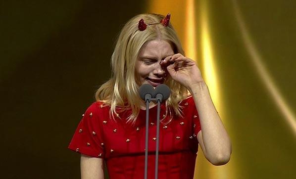 Aleyna Tilki, teşekkür konuşması sırasında gözyaşlarını tutamadı.