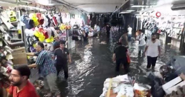Eminönü Yeraltı Çarşısı sular altında kaldı işte o görüntüler