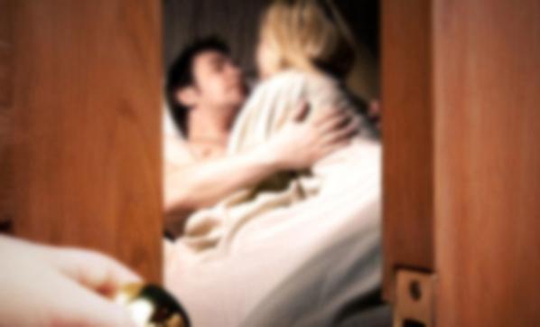 Kocasının kendisini kız kardeşiyle aldattığını itiraf etti.