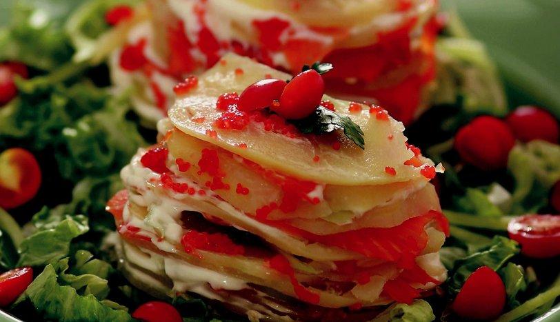 Somonlu ve Kırmızı Havyarlı Patates Katları Tarifi Nasıl Yapılır?