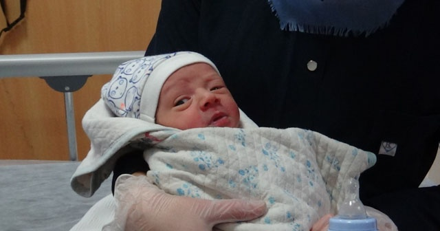 Yeni doğmuş bir bebek yol kenarında bulundu