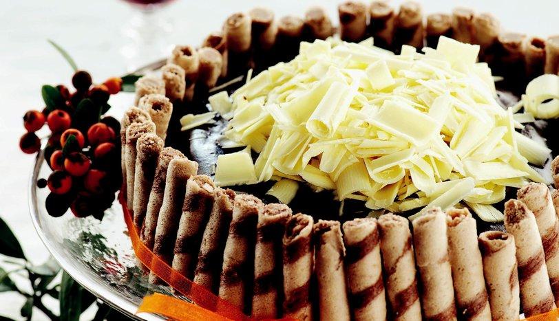 Çıtır Gofretli Acıbadem Pastası Tarifi Nasıl Yapılır?
