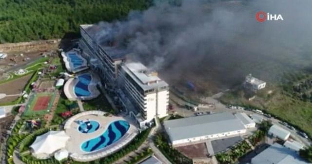 Hatay'da termal otelde çıkan yangın havadan böyle görüntülendi