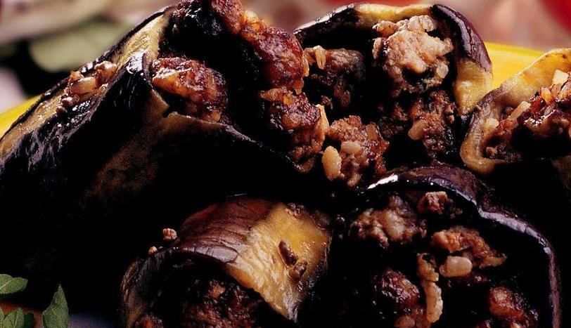 Köfteli Patlıcan Dolması Tarifi Nasıl Yapılır?