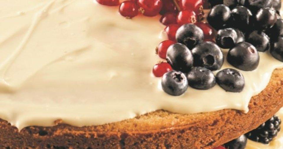 Kremalı beyaz çikolatalı pasta Tarifi Nasıl Yapılır?
