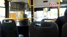 Özel halk otobüs şoförü karnı acıkınca yolcuları bırakıp yemek almaya gitti