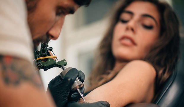 Sevgilimin adını dövme yaptırmak istiyorum ne yapmam gerek?