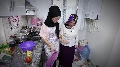 Zuhal Topal'la Sofrada 3. Gün 5 Aralık Tülay ve Aslı hanım 2. fragman izle